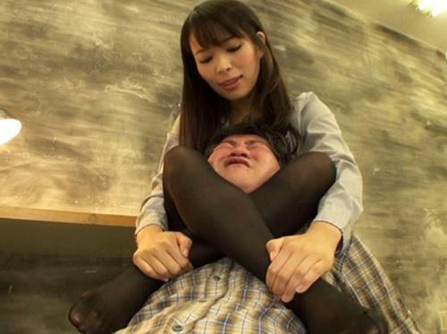 巨乳痴女刑事「さぁ吐きなさい♡私の脚で締めてあげる♡」美脚首絞め、拷問亀頭責めで強制事情聴取するビッチ捜査官!