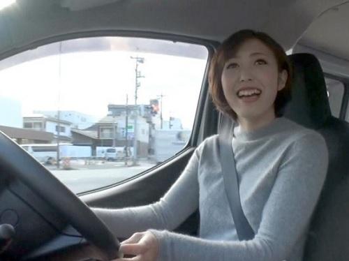 【ヤリマンワゴン】ショートカット巨乳スレンダーAV女優が好みの男を連れ込みカーセックスで中出しさせる!【素人逆ナンパ企画】