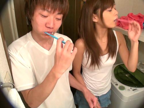 【素人カップル企画】赤い糸で強制密着生活したら初対面男女はSEXしちゃうの?可愛いJDギャルとトイレと風呂も一緒でHに発展!