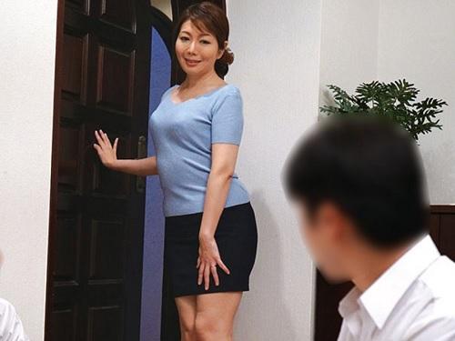 【友達の母】「ゆっくりしていってね♡」美人なおばさんのオナニーをのぞき我慢限界の男子が人妻熟女に襲いかかり膣内射精!