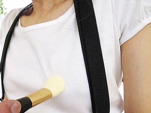 《ちっぱい美少女》「アン♡乳首硬くなっちゃううう♡」サスペンダーミニスカのロリっ子の敏感乳首責めして発情させてハメる動画!