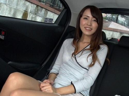熟女ナンパ「私随分おばさんだけどいいの?♡」美人な人妻熟女は声も可愛いw拘束SEXでパイパンに膣内射精され痙攣アクメする!