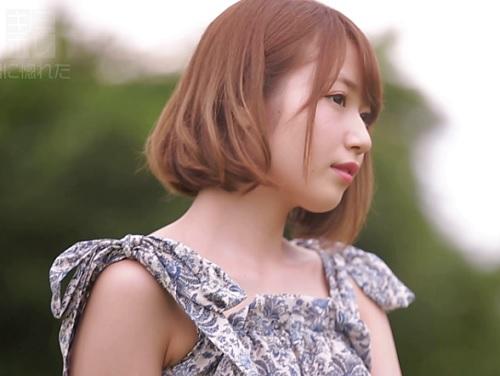 アイドル並に可愛いショートカット美少女が田舎から上京してそのままデビュー♪ホテルで男の股間に顔を埋めてねっとりフェラする♪