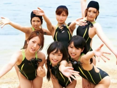 《水泳部練習》競泳水着の美少女達とハーレム!準備運動中に水着の中にチンポ挿入して競泳水着コキしてセクハラし放題!ww