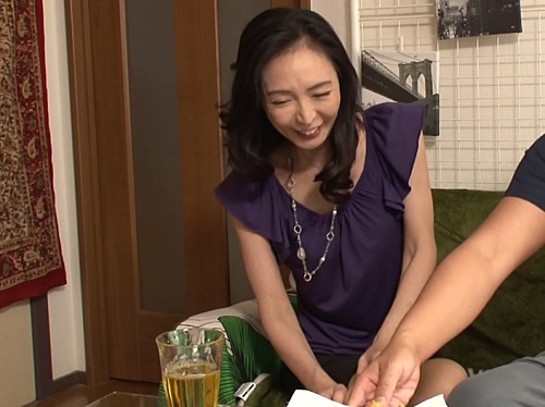 【熟女ナンパ】『もぉおばさんからかっちゃダメですよw』スレンダー美人で垂れ乳な人妻を連れ込んでハメる!【盗撮・隠し撮り】