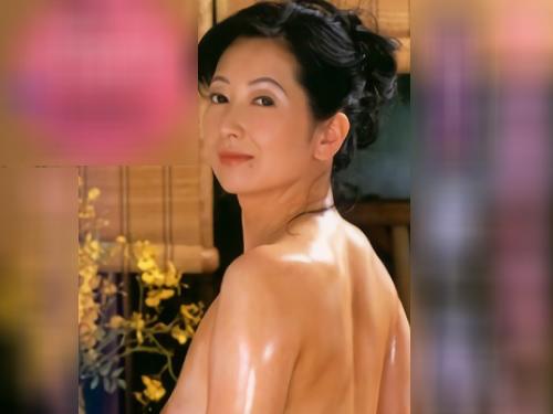 《五十路・人妻熟女ソープ》巨乳おっぱいの優しいおばさんがローションで輝くムチムチボディを使い濃厚洗体サービスしてくれる!