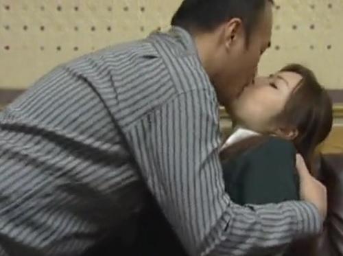 【ヘンリー・塚本】「あっ、だめっ…まだ…♡」妻が出産の為に帰省している間に実家に巨乳おっぱい女を連れ込みNTR不倫SEX!