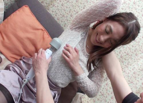 【熟女ナンパx連続射精】「だめぇ♡おばさんもう1回入れてほしい♡」固定バイブでトロけた素人人妻痴女が連続ハメをねだる!