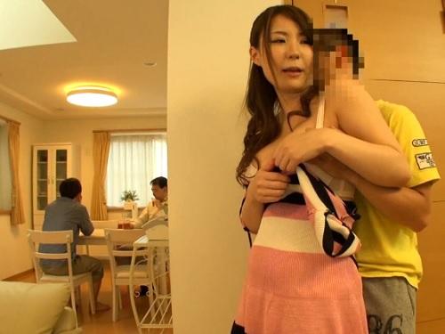 「さっきパイズリで出してあげたのにまた出したいの?♡」兄貴の彼女を寝取る悪ガキ!超綺麗な巨乳おっぱいがエロ過ぎて抜ける!