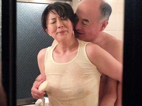 【四十路・人妻熟女】「だ、ダメです…今はだめぇ♡」息子の学費のために身体を売るムチムチぽっちゃり巨乳おっぱいおばさん!