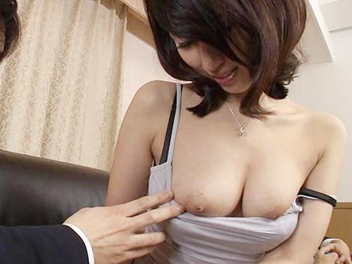 【三十路・人妻熟女】「あん♡おばさんのおっぱいでも良いかしら♡」上司の奥さんはスレンダー巨乳おっぱいの美人だからNTR!