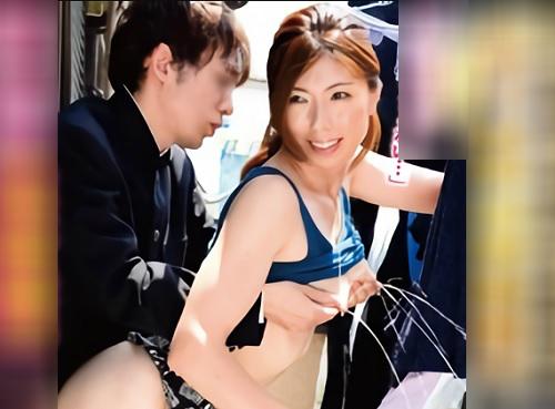 【母乳噴出・性処理人妻】「出したら学校行くのよ~♡」家事中も息子たちの肉便器・チンポケースに使われる巨乳おっぱい美人若妻!