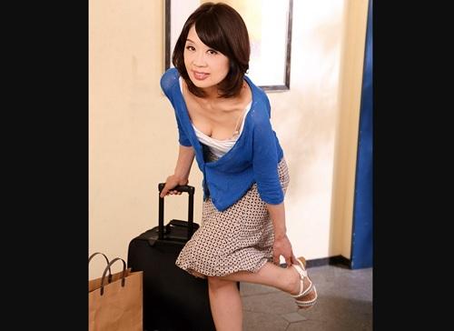 【五十路・人妻熟女】「お邪魔するわね♡」上京したスレンダー巨乳おっぱい義母がエロすぎて不倫NTRセックスしてしまう!