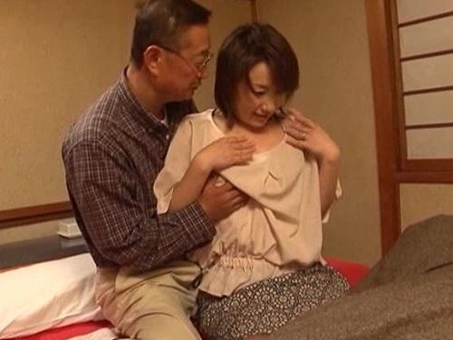 《五十路・六十路・人妻熟女》「は、恥ずかしい♡」ぽっちゃりムチムチ巨乳おっぱいおばさんがスワッピング初体験&凌辱レイプ