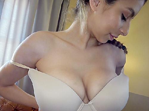 【白人・巨乳お姉さん】「Oh…Yeees♡」漫画みたいなボインボインの超乳おっぱい・爆尻がエロい外人のパイパンに膣内射精!