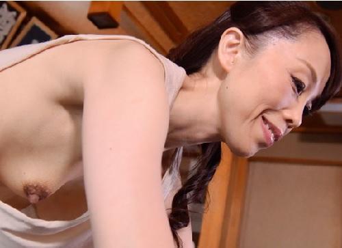 【五十路・人妻熟女】「いやっ!やめてぇぇ!」おばさんが乳首を凌辱される!閉経マンコが大洪水!手マンで攻撃されてアクメする!