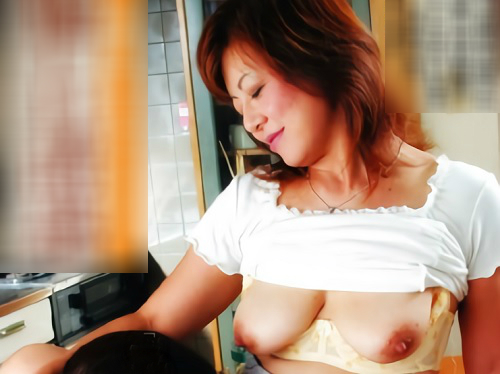 《人妻熟女NTR》「こっちへいらっしゃい♡」ムチムチ垂れ乳・巨乳おっぱいの優しいおばさんが近親相姦セックスで絶叫アクメ!