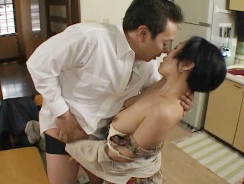 《四十路・人妻熟女》「昔みたいに激しく抱いて!」再会した元彼と不倫NTRセックスにハマるスレンダー巨乳おっぱいおばさん!