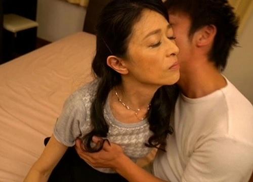 【五十路・人妻熟女】「あぁん♡い、いけないわ♡」スレンダー美乳おっぱいおばさんの兄嫁が不倫NTRセックスでアクメしちゃう!