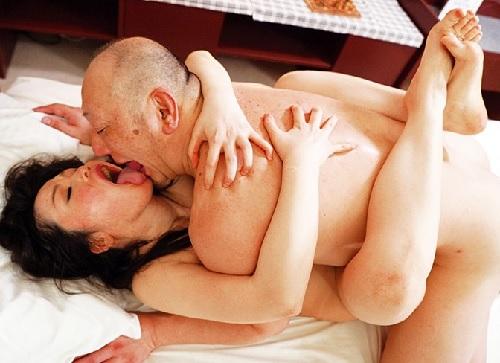 [四十路・人妻熟女]「お義父さま!孕ませて下さいぃぃぃ♡」旦那とレスなムチムチ巨乳おっぱいおばさんがNTR膣内射精SEX!
