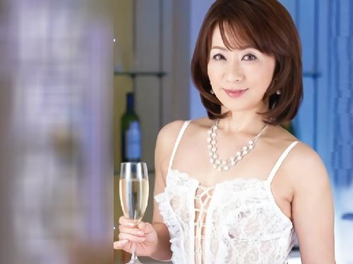 《五十路・人妻熟女》「いくっ♡いっくぅぅ♡」スレンダー巨乳おっぱいの美人おばさんが膣内射精セックスでアクメする!