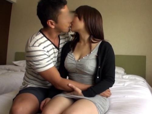 【若妻NTR】「めちゃくちゃにしてください…ンン♡」旦那の仕事中に不倫セックスを楽しむ巨乳おっぱいムチムチ巨尻の素人人妻!