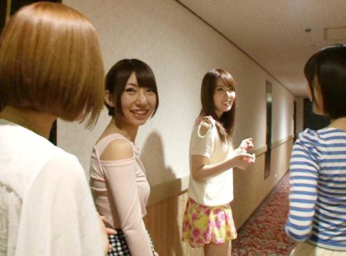 【素人乱交サークル潜入】「かなりスゴイらしいよw♡」スレンダー巨乳おっぱいの4人の人気AV女優がマンコを差し出すw