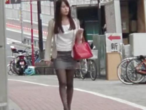 《痴漢》「きゃ!いやぁぁ!」通勤途中のスレンダー美乳おっぱいの美人お姉さんがバスの中で悪ガキに凌辱レイプされるヤバイやつ