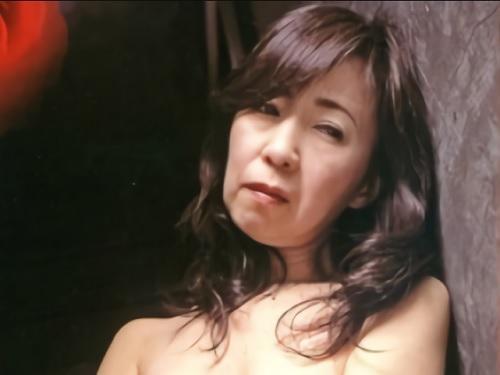 人妻熟女レイプ「やめてください…」借金取りにレイプされたスレンダー巨乳おっぱいの母が息子に慰められてSEX【母子相姦】