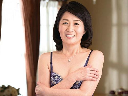 【五十路・人妻熟女】『おばさんAVに興味があったのよ♡』スレンダー垂れ乳おっぱいの高齢熟女が興味本位で初撮りしてSEX!
