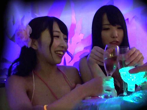 【ナイトプールナンパ】「いくっ♡いっくぅ♡」泥酔のムチムチ巨乳おっぱい水着ギャルと連続ハメ・アクロバティックSEX!
