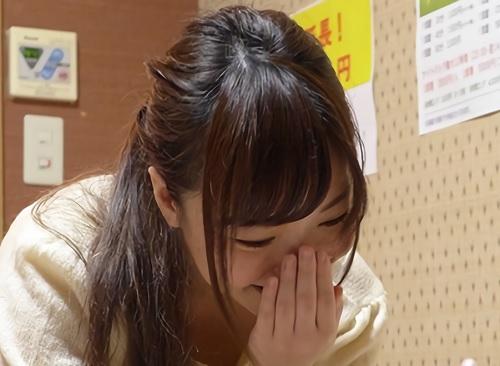 「うふふ♡すっごい大きぃ♡」ロリ可愛いスレンダー美乳おっぱいの美少女風俗嬢と恋人関係になってリアルセックスを盗撮!