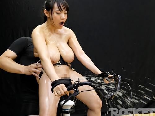 《固定電マお漏らし企画》『おっほぉ♡おまんこ変になるぅぅ♡』拘束電マにパイパンを凌辱されて大量潮吹きでいっちゃう爆乳女!