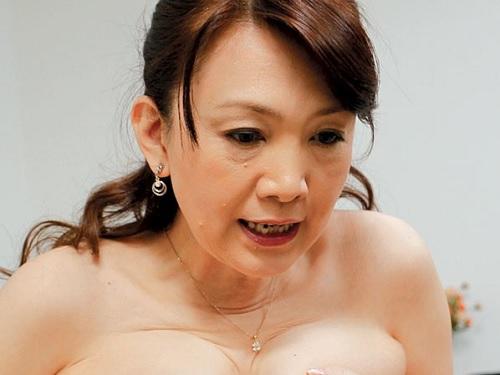 《五十路・人妻熟女》「出していいわよっ♡」スレンダー巨乳おっぱいおばさんと絶倫息子が家中で膣内射精セックスしまくる!