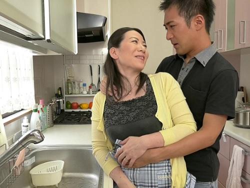 ■五十路・人妻熟女■「待って♡あとでしてあげるから♡」ムチムチ色白・垂れ乳・巨乳おっぱいおばさんが息子と膣内射精SEX!