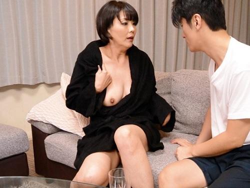 【五十路・人妻熟女】「私としたいの?そ、そんな…♡」ぽっちゃりムチムチ巨乳おっぱいおばさんが娘婿のちんぽに快楽堕ち!