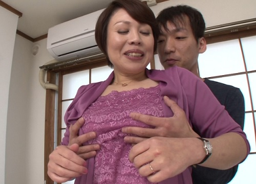 ■五十路・人妻熟女■「もぉ♡おばさんで興奮しちゃったの♡」伸び切ったデカ乳首がブルンブルンする巨乳おっぱいが抜けるww