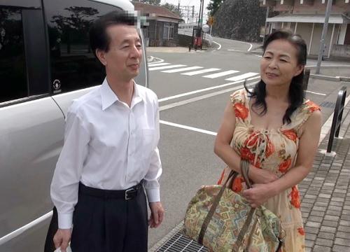 《五十路・人妻熟女》「何年ぶりかしら…♡」高齢夫婦が温泉旅行先で久しぶりの夫婦生活!垂れ乳・巨乳おっぱいが卑猥で抜ける!