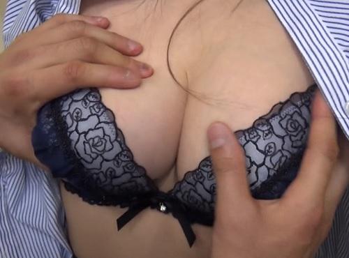 筆おろし企画「初めてなんでしょ?好きに触って♡」スレンダー巨乳おっぱい上司に新人童貞を大人にする手伝いお願いして膣内射精w