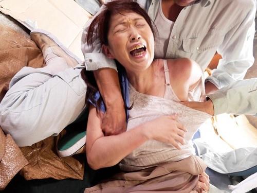 【人妻熟女レイプ】「いやっ!いやあああ!」昭和、田舎の村での強姦凌辱!スレンダー巨乳おっぱいおばさんが犯され膣内射精!