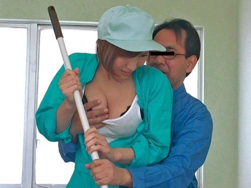 【ギャルxレイプ】姉ちゃん新入りかい?w「きゃっ、やめてっ!」アルバイトの巨乳おっぱい新人をおじさんチンポが凌辱する!