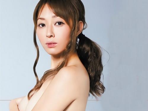 【四十路・人妻熟女】キャンギャルの経験もある元アイドル芸能人。スレンダー巨乳おっぱいの美魔女が濃厚SEXでアクメする!