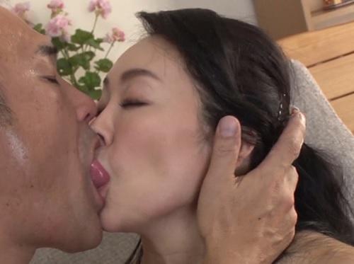 【四十路・人妻熟女】「あぁ♡お義父さん♡」欲求不満なスレンダー巨乳おっぱいおばさんが強烈騎乗位でNTRセックスでアクメ!