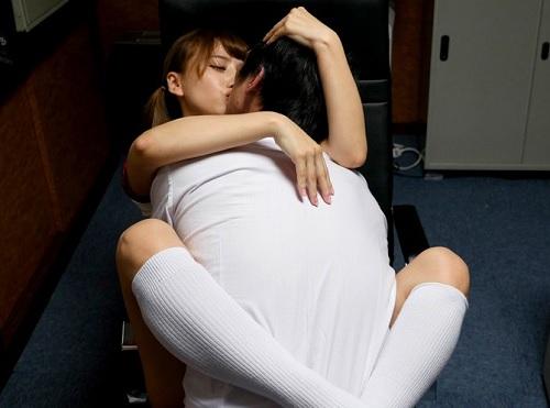 「JKのおマンコ使ってしごいてる気分はどう?♡」スレンダー美乳おっぱいロリ美少女JKが漫喫でコスプレ・ハメ撮り配信!!