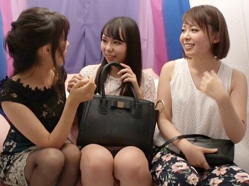 【レズナンパ】「え?この3人でですか?w」巨乳おっぱいのAV女優に口説かれて美人JD陥落wどんどん脱がされて絡み合うww