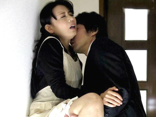 【四十路・人妻熟女】「あん♡今ハメたいの?…いいわ♡」ムチムチ巨乳おっぱいのおばさんが外回りの営業マンにNTRれる!