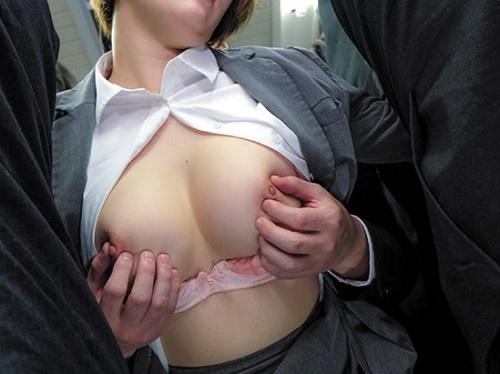 《電車痴漢》「きゃぁぁ!やめてぇぇぇ!」美人OLやロリJKの巨乳おっぱいの乳首をこねくり回す!ムチムチ太ももがエロい!