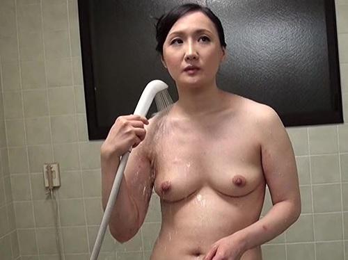 【人妻熟女NTR】(SEXしたい…)甥の下宿で思い切りSEX出来ない欲求不満な巨乳おっぱいムチムチおばさんが甥と近親相姦!