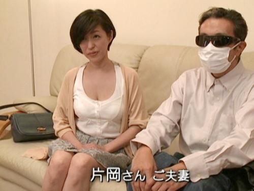 《人妻熟女NTR》「セックスレスなんです…」旦那同伴でAV出演したムチムチ巨乳おっぱいおばさんが夫の眼前で他人棒でアクメ!