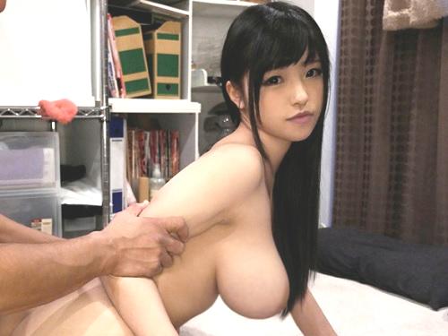 「ハメられてるところ見てぇぇ♡」LIVE Chatで人気のスレンダー巨乳おっぱい素人美少女をAV女優にさせてハメ撮り!